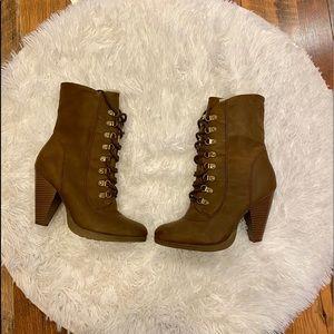 🌻 Elle lace up faux fur heeled boots